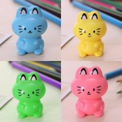 Fröhlicher Bleistiftspitzer Katze, grün