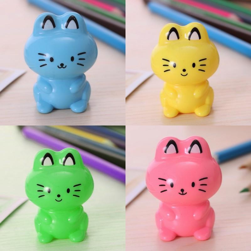 Fröhlicher Bleistiftanspitzer Katze, grün