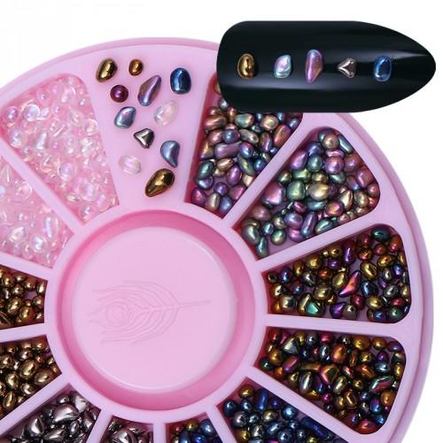 Mini gekleurde parels in een doosje