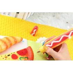 Fröhlicher Kugelschreiber in Form einer Pizza