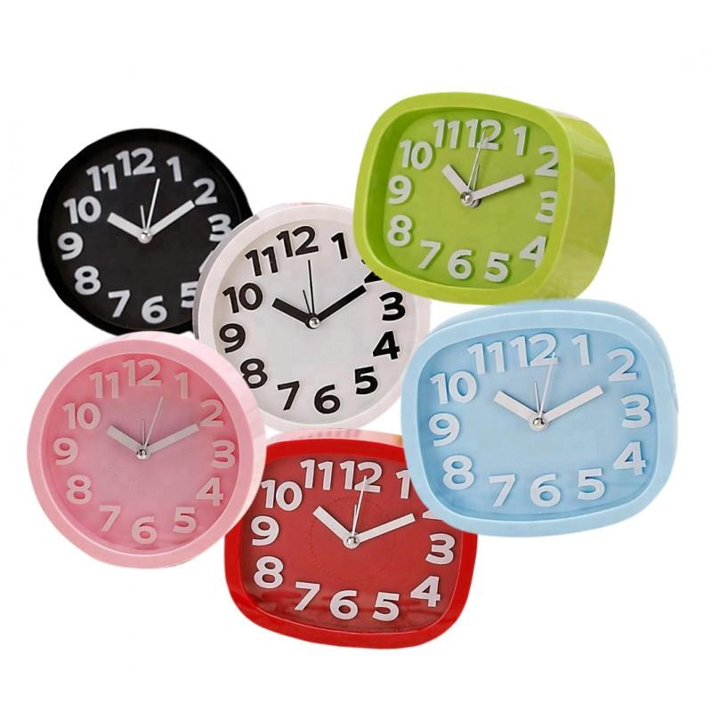 Vrolijke, kleine klok met alarm, slechts 10cm hoog, blauw