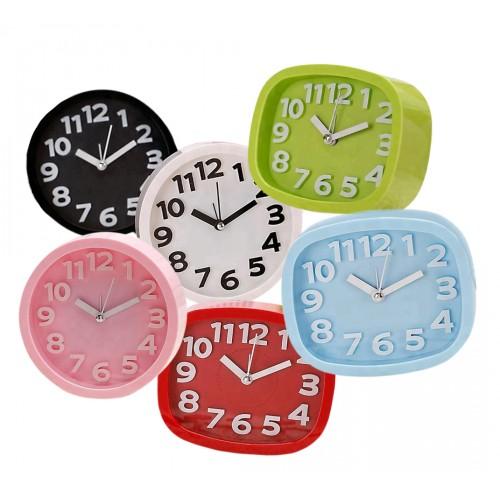 Vrolijke, kleine klok met alarm, 10cm hoog, roze